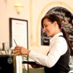 Hitno potrebna konobarica za rad u restoranu u Austriji! Plata 1000 evra!