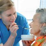 POSAO U NEMAČKOJ – Potrebni pomoćnici/ce negovatelja za stare osobe – poslodavac pomaže za pronalazak smeštaja – prijava što pre